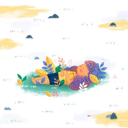 Petite fille rêvassant dans la nature