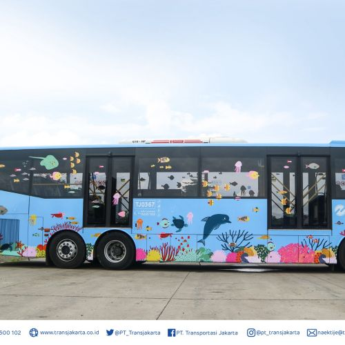 Animals Fishes graphic on bus