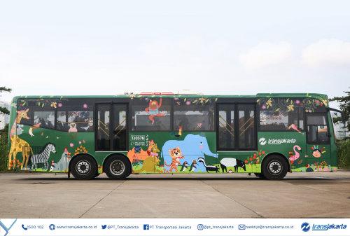 公交车上的野生动物图形