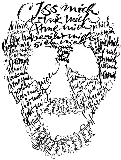 Forma de crânio com letras soltas