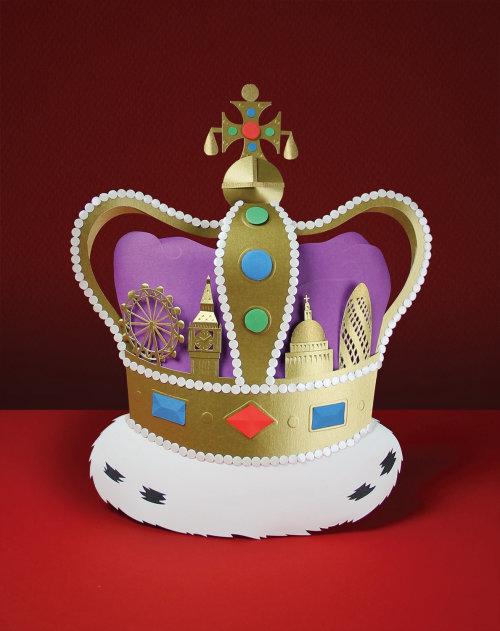 Royal London - corona de escultura de papel que incorpora el horizonte de Londres