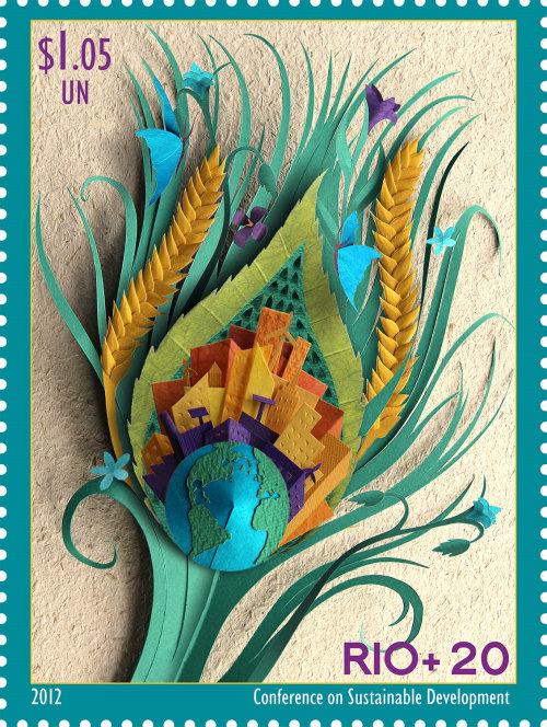 pluma de pavo real que ilustra el desarrollo sostenible