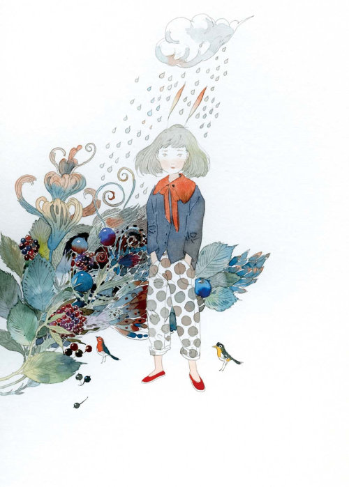 Fille d'enfants avec des oiseaux et des fleurs