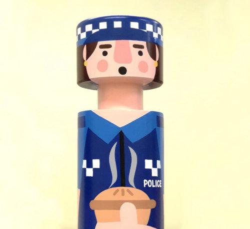 Retrato de policial no poste de amarração
