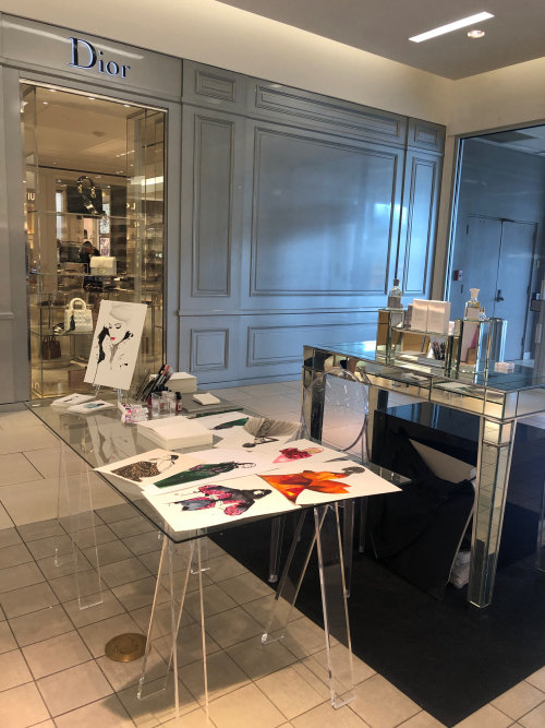 Live event drawing table with art
