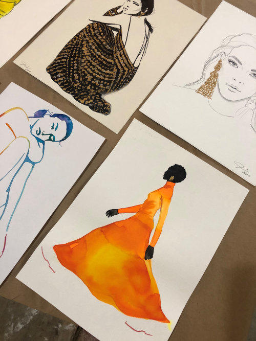 Live event drawing of fashion model