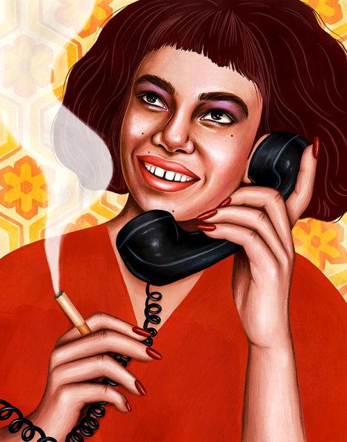 Jovem falando no telefone e fumando cigarro