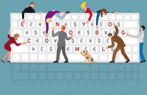 Personas y un perro mostrando letras del teclado de computadora