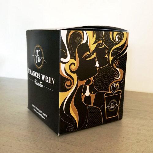 包装香薰蜡烛的艺术品。
