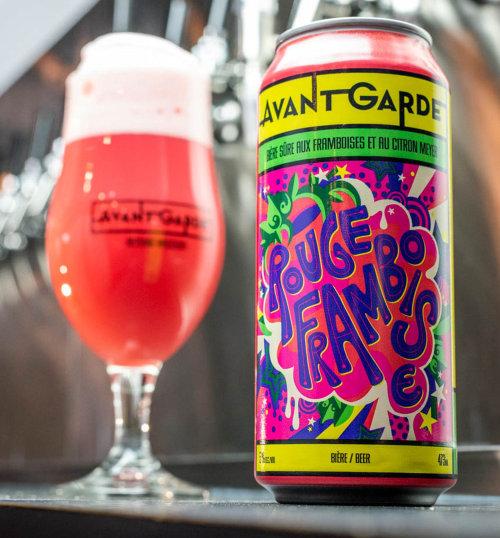 充满活力,色彩丰富,波普艺术风格的果味啤酒标签,称为果味酒精啤酒,称为Rouge Framb