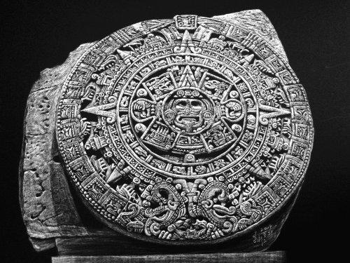Dessin du dieu soleil aztèque Tonatiuh