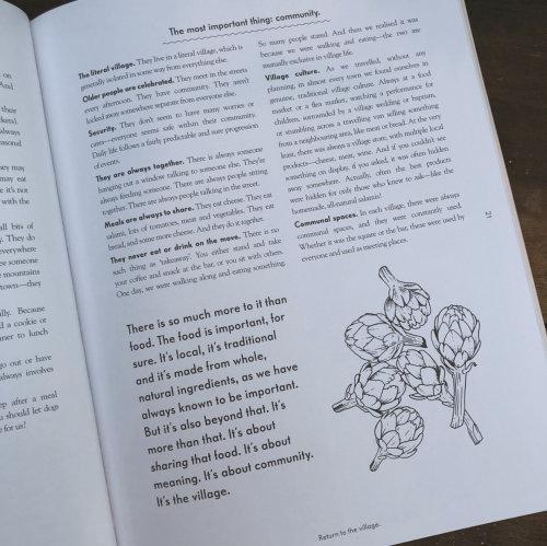 Texto en blanco y negro en la página del libro