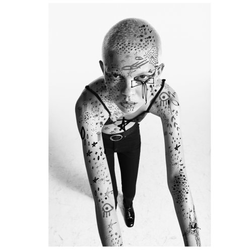 Graphic model with body art
