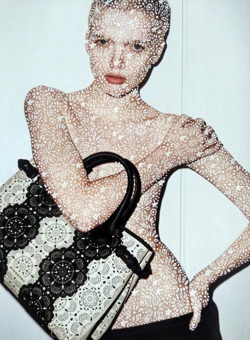 Graphic glitter on model