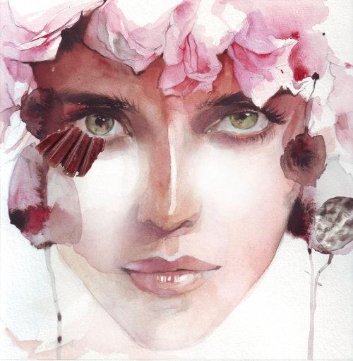 Mannequin avec des fleurs roses