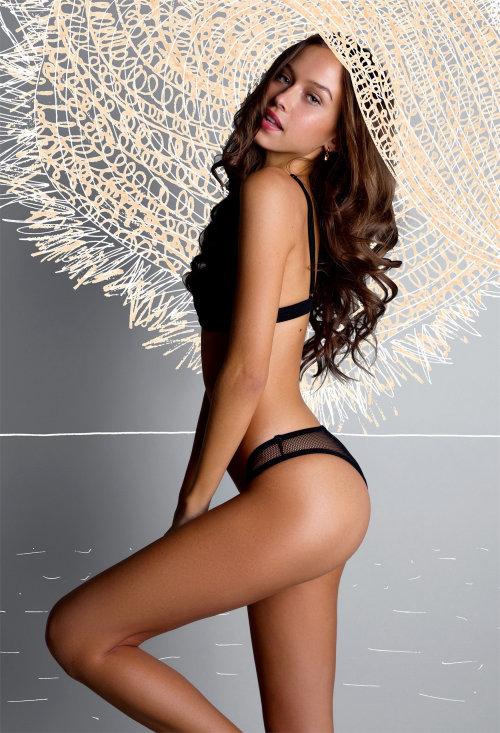 Modelo sexy em ilustração de moda maiô