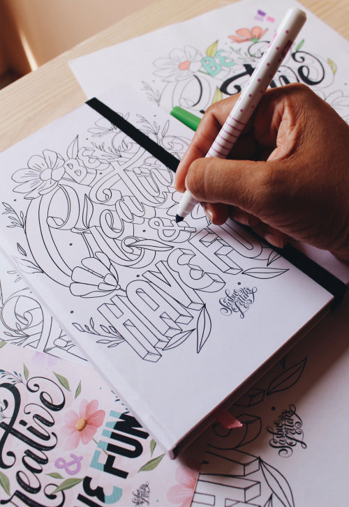 Seja criativo e divirta-se com letras à mão