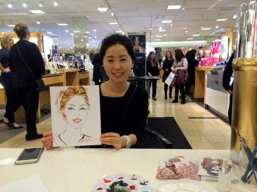 Desenho de evento ao vivo de mulher sorridente em um shopping