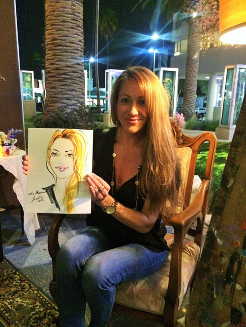 Evento ao vivo desenhando uma mulher exibindo seu retrato