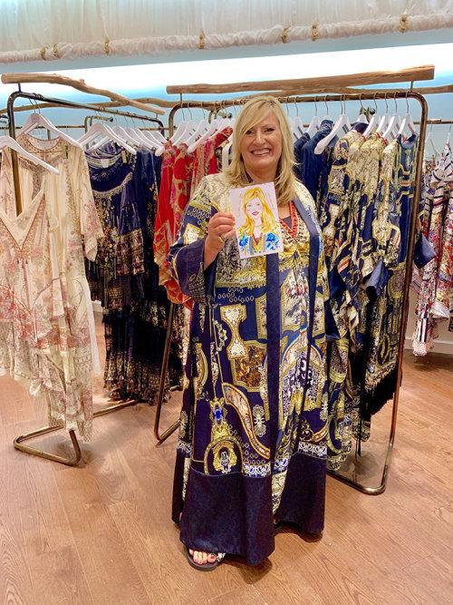 Desenho do evento ao vivo de uma velha de vestido azul