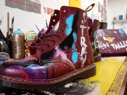 Live event drawing of Original boot for Dr.Martens