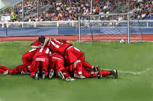 橄榄球比赛,穿着红色的衣服坐在地上,球场上的绿草的球员