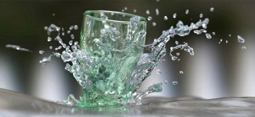 3d illustration of glass breaking