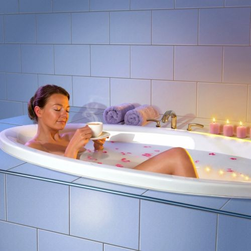 Frau in Badewanne photorealistic illustration