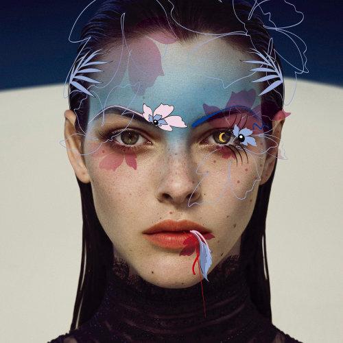 Modelo com gráficos no rosto