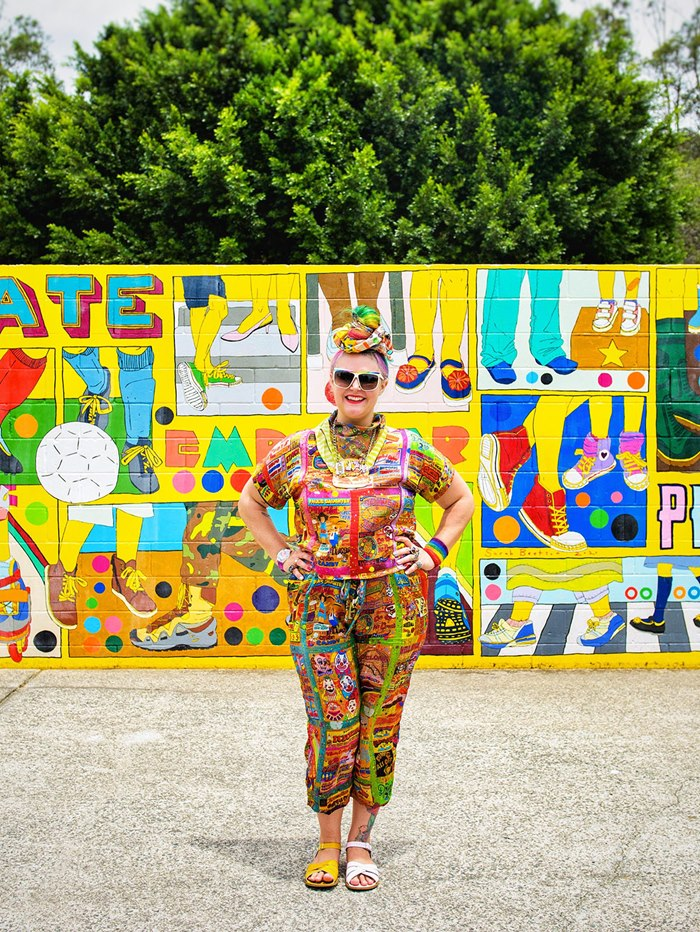 Sarah Beetson designs and paints a Bravehearts mural art