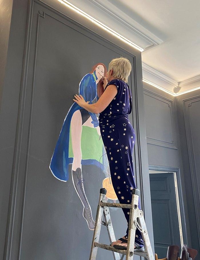 Jacqueline Bissett live painting